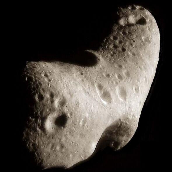 NASA UFO sighting: Asteroid Eros photo reveals '500m-wide alien base' 3