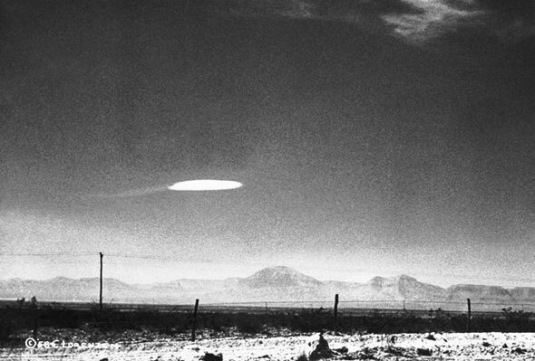 Aliens are US: UFO are piloted by time travelling human 'distant descendants' 3