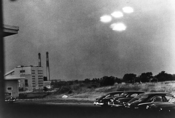 Aliens are US: UFO are piloted by time travelling human 'distant descendants' 4