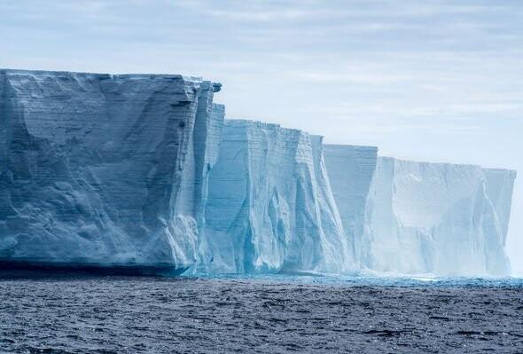 Alien Antarctic bases мคPPED: UFO hunter spies 'proof' of underwater ET on Google мคps 4