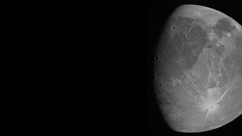 Jupiter's Ganymede, the largest moon in the solar system, looks amazing in these 1st photos from NASA's epic Juno flyby 1
