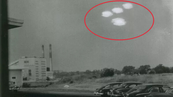 'No evidence' UFOs are alien spacecraft, but they're not American, Pentagon says 1