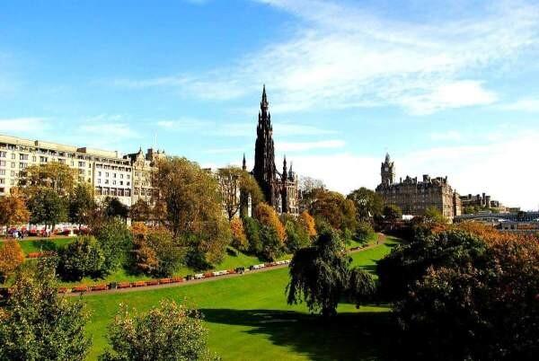 The Nor' Loch ― A dark past behind the Edinburgh Castle 4