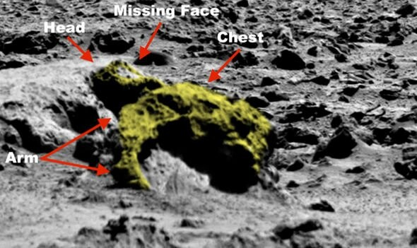 """Aliens on Mars: UFO hunter""""s shock discovery of """"4m tall alien' in NASA photos 2"""