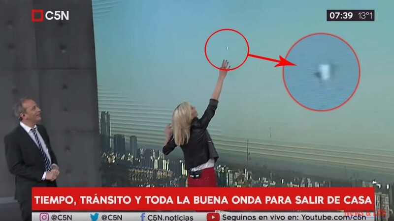 UFO appeared during a live Argentine news program(UFO in Buenos Aires) 1
