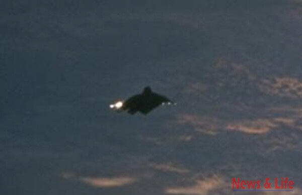 UFO Sighting Photos leaked out of NASA-Johnson Space Center, 100% clear UFOs In High Detail. 2