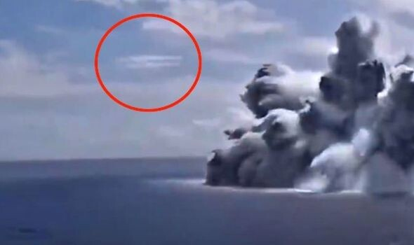 UFO claimed to have been spotted near US Navy boat explosion - '100 percent proof' (VIDEO) 1