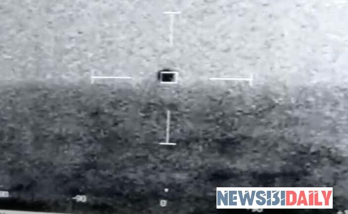 """US Navy released a video of a strange UFO """"diving"""" under the water 1"""