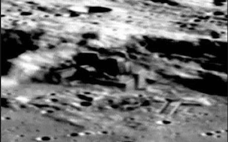 """UFO Researcher Reveals """"On the Moon there are Alien Industrial Bases and Complexes"""" 2"""
