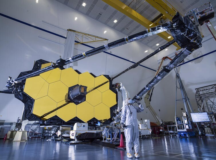 Here's how astronomers plan to send a giant-ass telescope to space 1