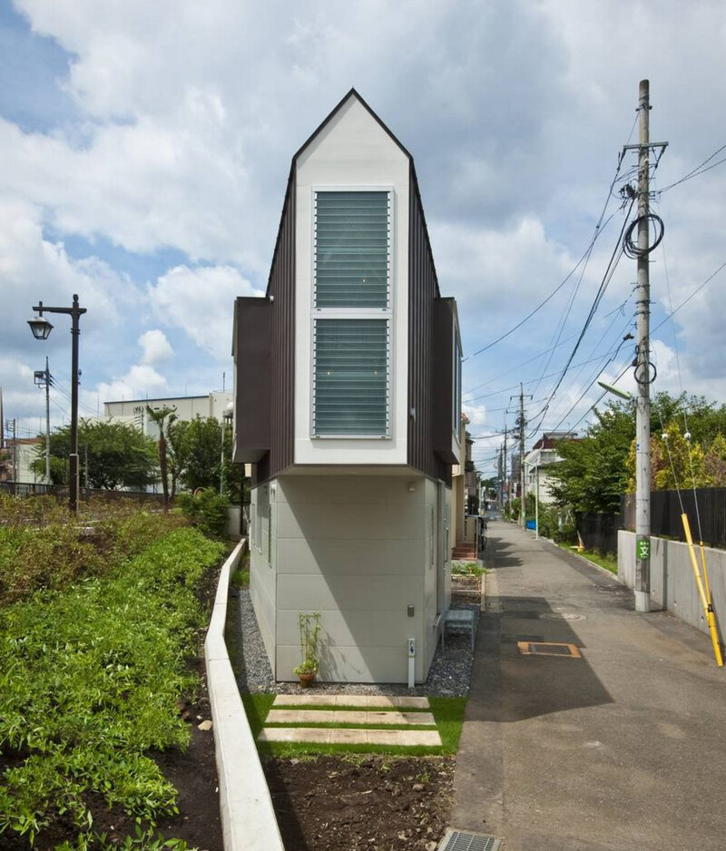 People Laugh At This Narrow House In Japan But Only Until They Look Inside 1