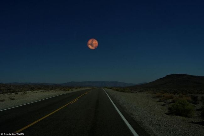 What the Night Sky Would Look Like If the Other Planets Were as Close as the Moon 4
