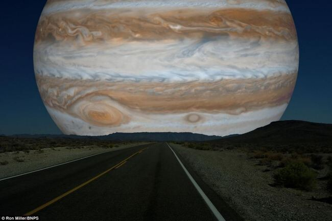 What the Night Sky Would Look Like If the Other Planets Were as Close as the Moon 5