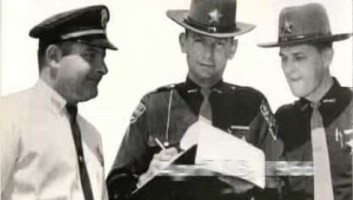 Ohio Policeman Chased Huge UFO For 138 Km And Took Photos, But It Ruined His Life 4