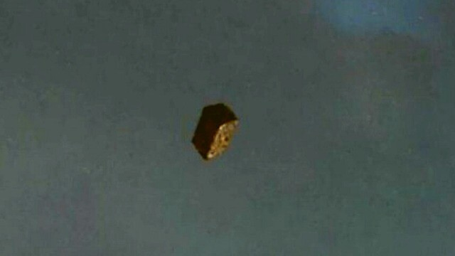 VIDEO: This is a great cube UFO that seems to be falling from space? 2