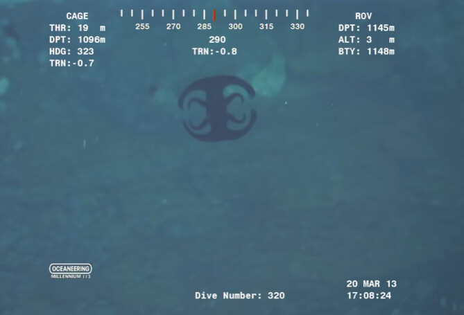 A strange sea shapeshifting Alien-like creature was filmed at the bottom of the ocean (VIDEO) 1