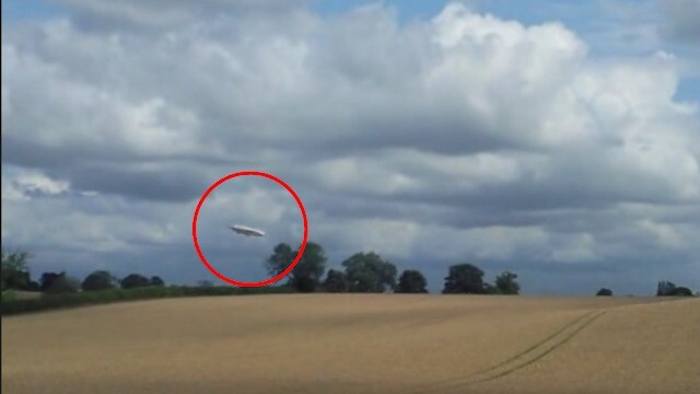 UFO sighting: A White UFO Orbs Flying In Formation In The Best Footage 4