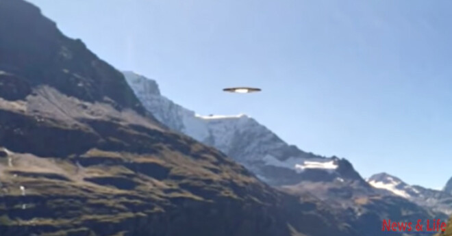 A man recorded an Alien goes inside flying saucer! Clear UFO Footage! 2