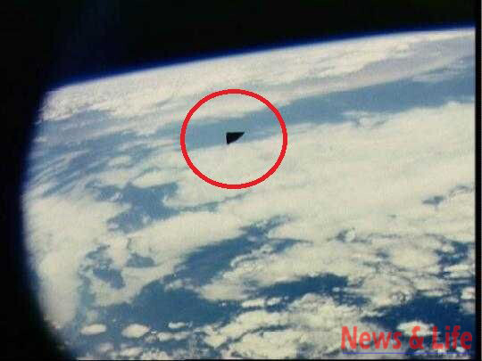Triangular UFO was detected in official NASA photographs from the Apollo 9 2