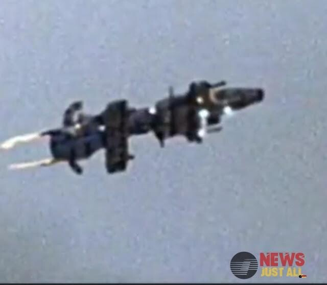 It's real! Spaceship UFO Caught on Camera by real eye witness and it's very clear footage 2