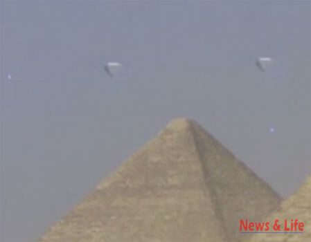 A STUNNING video which appears to show three crystal clear UFOs hovering over the ancient pyramids of Giza has gone viral 4