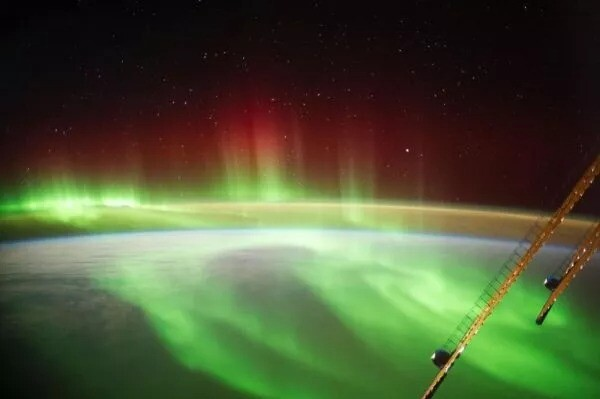 Unbelievable: Solar storm brings northern lights to New York 1